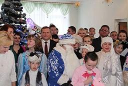 Представители Комитета госконтроля и финансовой милиции Гродненской области поздравили с новогодними праздниками воспитанников Волковысского детского дома.