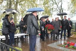 На Могилевщине почтили память трагически погибшего 20 лет назад первого председателя Комитета госконтроля Могилевской области Евгения Миколуцкого